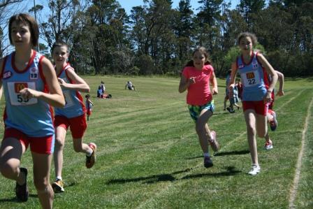 U12 Girls 800m 2013.jpg