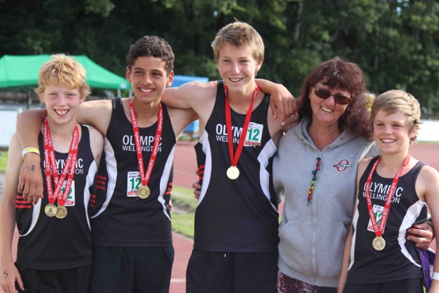 Amanda Goldsmith with 12 boys winning relay team1.jpeg